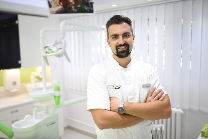 dr Milan Knežević